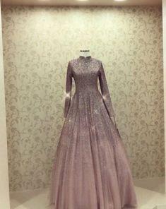 Hijab styles 468444798738731264 - Source by kinanahajar Hijab Prom Dress, Muslimah Wedding Dress, Hijab Outfit, Dress Outfits, Dress Up, Dress Long, Dress Muslimah, Wedding Hijab, Dress Wedding