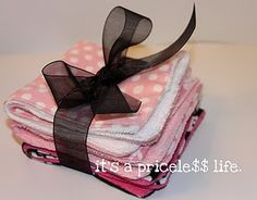 It's a Priceless Life: Oh Baby - Washcloths Washing Clothes, Diy Clothes, Baby Shower Gifts, Baby Gifts, Baby Presents, Sewing Projects, Sewing Ideas, Sewing Crafts, Yarn Projects