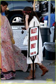 Selena  e Charity Baroni vão almoçar em Tarzana, CA  3