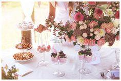 słodkości i bukiety kwiatów