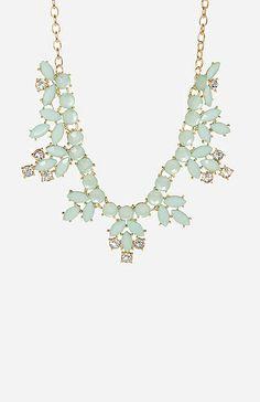 Elegant Stone Wreath Necklace | DAILYLOOK