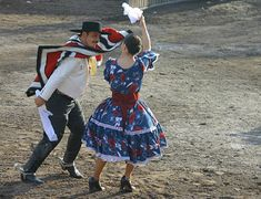 Cueca Chilena - the folklore dance of chile. Resembles the mating ritual of hens and roosters. Gaucho, Baile Jazz, Folk Costume, Costumes, International Clothing, Music Sing, Dance Photography, World Cultures, Beautiful Moments