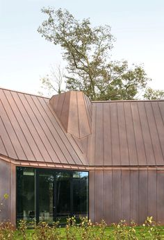 Image 20 of 20 from gallery of House VDV / Graux & Baeyens Architects. Photograph by Graux & Baeyens Architects Copper House, Copper Roof, Contemporary Architecture, Architecture Design, Isolation Facade, Facade Design, House Design, Zinc Cladding, Brick Effect Wallpaper