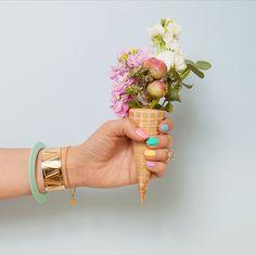 Photographie Camille de Laurens pour Ma Récréation et Make My Lemonade. Cornet de fleurs inspirée par la couverture du magazine Kinfolk dont je vous (...)