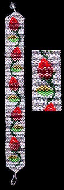 Red Roses Rosebud Beaded Bracelet
