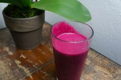 Beet Smoothie with apple, grapes and ginger