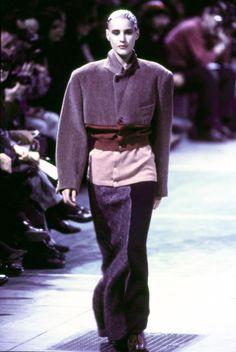 Comme des Garçons Fall 1993 Ready-to-Wear Fashion Show - Ève Salvail