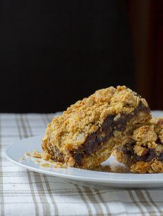 The Best Old-Fashioned Date Squares — Edible Sound Bites Healthy Sugar, Healthy Treats, Yummy Treats, Healthy Foods, Lord Byron, Date Recipes, Holiday Recipes, Holiday Desserts, Candy Recipes