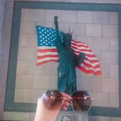 GIVE ME LIBERTY~🗽 #anytimeglasses #anytimesunglasses #sunglasses #ootd #eyewear #fashion #fashionsunglasses #korean #koreanstyle #koreanfashion #hexagon #california #dtla #downtownla #statueofliberty