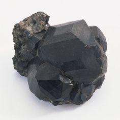 Black Crystal Project How To Grow Black Crystals: Black crystals occur in nature, such as this specimen of melanite.How To Grow Black Crystals: Black crystals occur in nature, such as this specimen of melanite. Borax Crystals, Diy Crystals, Black Crystals, Stones And Crystals, Diy Crystal Growing, Growing Crystals, Crystal Making, Grow Your Own Crystals, How To Make Crystals