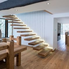 LED Treppenbeleuchtung innen -ideen-indirekt-schwebende-treppen-holz-stufen The Effective Pictures We Offer You About Stairs illustration A quality picture can tell you many things. You can find the m Wooden Staircase Design, Home Stairs Design, Floating Staircase, Wooden Staircases, Interior Stairs, Stairways, Staircase Ideas, Modern Stairs Design, Glass Stairs Design
