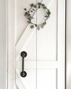 My foyer closet door from plain bifold to diy barn/ farmhouse style