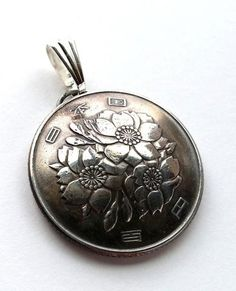 Japan Cherry Blossom Flower 100 Yen Coin Domed Pendant Vintage Necklace Japanese