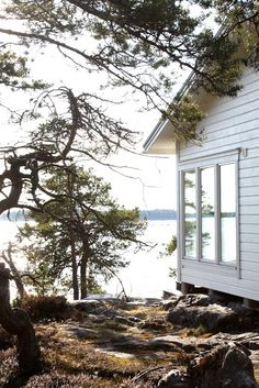 Lakeside Living, Lakeside Cottage, Taste Of Nature, Natural Homes, Landscape Pictures, Scandinavian Home, Architecture, Vacation Trips, Old Houses