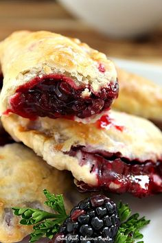 Blackberry Hand Pies are perfect when you have a craving for blackberry pie.These Blackberry Hand Pies are perfect when you have a craving for blackberry pie. Fruit Recipes, Pie Recipes, Dessert Recipes, Cooking Recipes, Healthy Recipes, Yummy Recipes, Köstliche Desserts, Delicious Desserts, Yummy Food