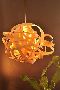 מנורת קשקוש גדולה מפורניר - מנורת אהיל  תיקרתית  מרצועות פורניר