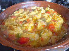 CACIO E UOVA è un piatto tipico abruzzese, originario di Vasto. La pietanza rientra a pieno titolo nel ricettario della cucina contadina, visti gli ingredienti poveri e genuini con cui viene preparata.
