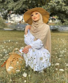 If You Are Looking For Modest Fashion Summer Long Sleeve Dresses Then This The Post For You - image:@medinam.g - Great Inspiration And Ideas Street Style Hijab Fashion, Hijab Fashion Dresses Modern, Islam Street Styles, Casual Street Styles, Casual Hijab Fashion, Simple Modest Fashion, Summer Long Dresses And Much More. #hijabfashion #hijabioutfitscasual #hijabdress #summeroutfitswomen #hijab #hijaboutfit