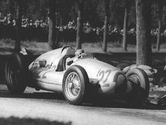 1938 Italian GP, Monza : Tazio Nuvolari, Auto Union Type D #22, Auto Union,  Winner. (ph: phombo.com)