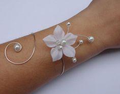 Bracelet mariée, mariage fleur de soie blanche
