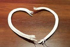 Srdce je upletené z papierových ruličiek. Ak ste to ešte Bracelets, Silver, Crafts, Jewelry, Paper Envelopes, Tejidos, Decorating Ideas, Bangle Bracelets, Jewellery Making