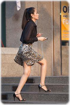 Street Girl, Street Wear, Street Style, Girls In Mini Skirts, Beautiful Young Lady, White Midi Dress, Cute Asian Girls, Sexy High Heels, Office Fashion