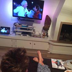 """""""Toc Toc, ehi McFly c'è qualcuno?"""" è la frase che spesso ripeto ai miei figli.  Ieri abbiamo visto Ritorno al Futuro. E' stata la prima volta per i bambini e per me un tuffo nei ricordi, ma ad un certo punto... http://www.motelospiegoapapa.it/2015/10/21/ritorno-al-futuro-21-10-2015.html"""
