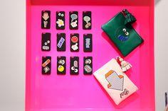 アニヤ・ハインドマーチの限定ストアが新宿&梅田に - ステッカーでいっぱいの可愛らしいバッグの写真23
