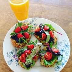 Avokádó toast Bruschetta, Avocado Toast, Breakfast, Ethnic Recipes, Food, Morning Coffee, Essen, Meals, Yemek