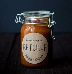 Homemade Tomato Rhubarb Ketchup sounds like a perfect topper for fries. And love the free printable!  Would make a great gift for the summer. #Avery