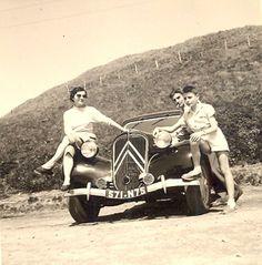 """Pour ce """"Mercredi nostalgie"""", une #Citroën #traction 11 BL de 1950 prise au sommet du Puy de dôme en 1956 !"""