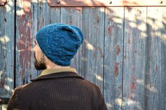 KUMO is a winterproof hat with a beautiful cably texture and easy to knit. The pattern includes instructions for a slouchy and a men's version. To knit the KUMO you'll need: yarn ( I used. Knitted Hats, Knitting Patterns, Wool, Projects, Handmade, Knitwear, Texture, Easy, Beautiful