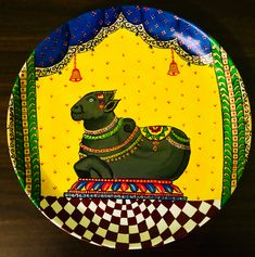 Kerala Mural Painting, Art Painting Gallery, Madhubani Painting, Indian Wall Decor, Pichwai Paintings, Spiritual Decor, Rangoli Designs With Dots, Henna Party, Plate Art