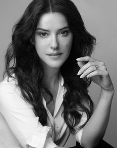 Lisa Eldridge's Must-Watch Makeup Tutorials - Want to master a dramatic smoky eye or fake a perfect complexion? Meet your new best friend: Lisa Eldridge. Not only is she Lancôme's creative director of makeup, she's also a YouTube sensation who produces easy-to-follow (and highly addictive!) beauty tutorials. Narrowing down the list wasn't easy—she's created so many good videos over the years—but we managed to pick some of her greatest hits for your viewing pleasure.