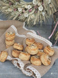 Pagáče s oškvarkami | Recepty - Mykitchendiary.sk Camembert Cheese, Dairy, Bread, Food, Basket, Brot, Essen, Baking, Meals