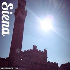 Torre del Mangia. Siena, Italia. #siena #toscana #tuscany #italia #italy #torredelmangia #torre #landmark #history #storia #instaitalia #instatoscana #travel #turismo #sun #bluesky #happy #genealogy #familyhistory #piazza piazzadelcampo #italian #italiani #torredelmangia #torre