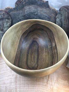 Saladier en bois de noyer ø≈24cm H≈13cm | Tournage sur bois Serving Bowls, Tableware, Turned Wood, Woodturning, Dinnerware, Tablewares, Place Settings, Bowls