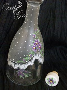 Best 11 How to Watercolor Flawlessly for Beginners? – Page 2 of 11 – Usefull Information – SkillOfKing. Recycled Glass Bottles, Glass Bottle Crafts, Wine Bottle Art, Painted Wine Bottles, Painted Vases, Diy Bottle, Painted Wine Glasses, Lace Painting, Bottle Painting