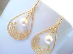 Flower Garden Pearl Wedding earrings, dangle Earrings, Chandelier Earrings ,Drop earrings,  bridesmaid gifts,Wedding jewelry,Gemstone