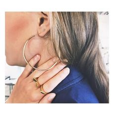 Today we're going gold with a pair of @dinnyhalljewellery #HallOfHoops and @gatherandsee's #sustainable range of rings #PushDETAILS #tapfortags #jewellery #details #hoops #eco