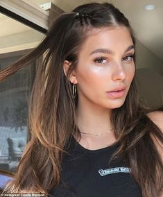 Leonardo DiCaprio spotted being petted by Camila Morrone at Coachella - Keep it simple like Camila in a tank top by Chrome Hearts - Hair Inspo, Hair Inspiration, Medium Hair Styles, Curly Hair Styles, 90s Grunge Hair, Grunge Haircut, 90s Hairstyles, Grunge Hairstyles, Model Hairstyles