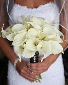 Our #beautifulbride Courtney had a #bouquet of real and fake calla lillies  We unwrapped the bouquet during the reception and separated them so she could toss the real ones and keep the fake! Such a great idea!  Thanks to Carrie Ekosky for this close up  #Bouquets #WeddingInspiration #WeddingIdeas #ISaidYes #BridalBouquets #WeddingFlowers #Weddings #WeddingDay #DailyDoseofPretty #ThatsDarling #PrettyDetails #BeautifulBride #Bridal #BridalStyle #InstaBride #BouquetInspiration #IdeasWeLove…