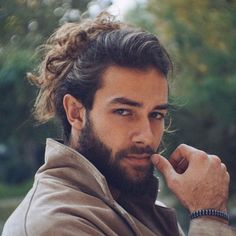 Man Bun with BeardYou can find Man bun and more on our website.Man Bun with Beard Man Bun Haircut, Man Bun Hairstyles, Popular Mens Hairstyles, Hairstyle Men, Long Beard Styles, Hair And Beard Styles, Long Hair Styles, Barba Van Dyke, Beard Neckline