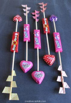 15 Easy Homemade Class Valentine Ideas - I Dig Pin - San Valentin Regalos Caja Cute Valentines Day Ideas, Kinder Valentines, Valentines For Boys, Homemade Valentines, Valentines Day Party, Valentine Day Crafts, Printable Valentine, Valentine Wreath, Valentine Box
