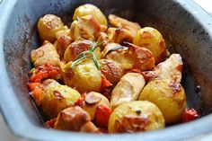 Baked Chicken with potatoes and tomatoes. Making this very soon. Chicken Potato Bake, Roasted Chicken And Potatoes, Baked Chicken, Chicken Recipes, Cravings, Food Porn, Yummy Food, Favorite Recipes, Vegetables