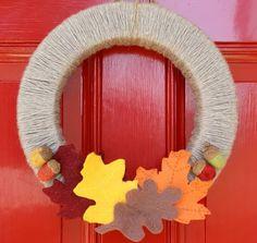 Yarn and felt fall wreath DIY : The Speckled Dog