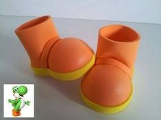 COMO HACER UNAS BOTAS PARA FOFUCHA YOSHI - YouTube Foam Crafts, Arts And Crafts Projects, Yoshi, Doll Shoe Patterns, Beaded Sandals, How To Make Shoes, Clay Dolls, Doll Shoes, Polymer Clay Crafts
