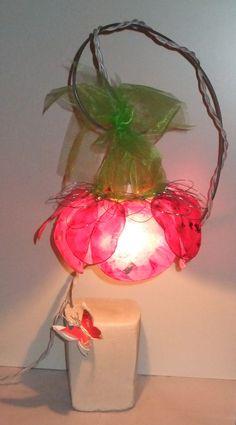 Lampe Petite fleur suspendue fuchsia papier métal Création unique Rose Recèle ...d'objets en tous genres
