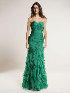 Vestido de fiesta en gasa con cuerpo drapeado estilo sirena y falda de volantes. Si tienes una boda especial, irás espectacular! Sin límite de tallas, ni grandes ni pequeñas. También medidas especiales. En gris plata, verde esmeralda, rojo y morado.