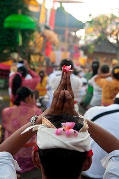 Praying in Ubud ❀  Bali Floating Leaf Eco-Retreat ❀ http://balifloatingleaf.com ❀